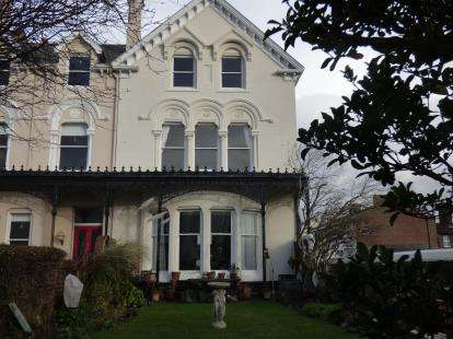 2 Bedrooms Flat for sale in Beach Lawn, Waterloo, Liverpool, Merseyside, L22