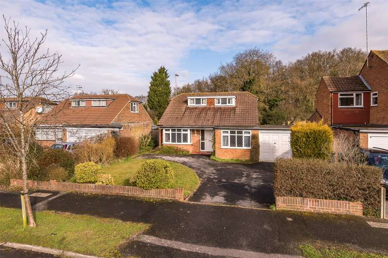 4 Bedrooms Detached House for sale in Bolters Road South, Horley, Surrey, RH6