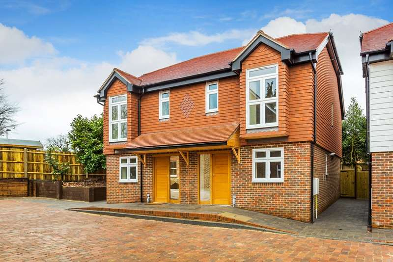 3 Bedrooms Semi Detached House for sale in Brighton Road, Horsham
