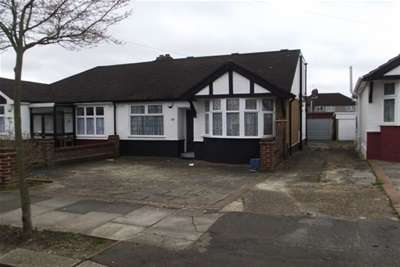 3 Bedrooms Chalet House for rent in CLAYHALL IG5