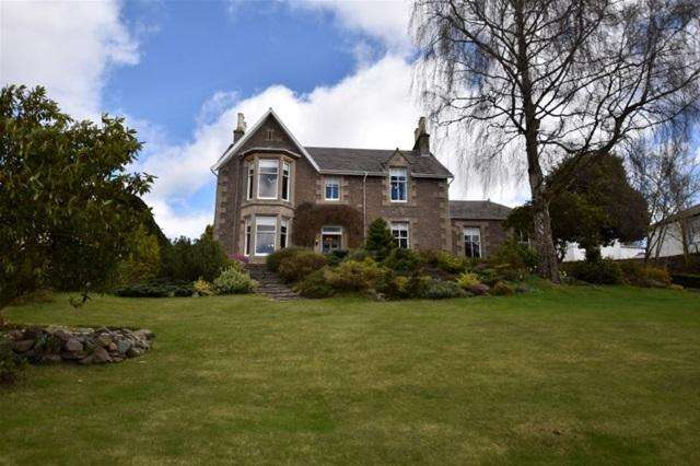 5 Bedrooms Detached House for sale in Gordon Road, Crieff
