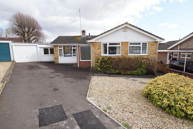 3 Bedrooms Detached Bungalow for sale in James Close, Blandford Forum