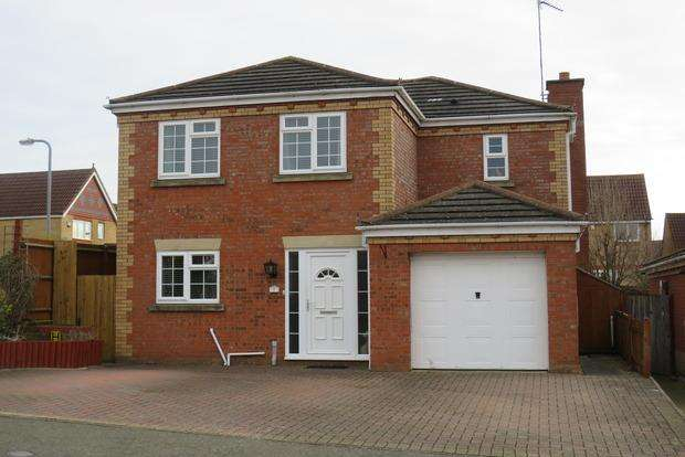 4 Bedrooms Detached House for sale in Cross Waters Close, Wootton, Northampton, NN4