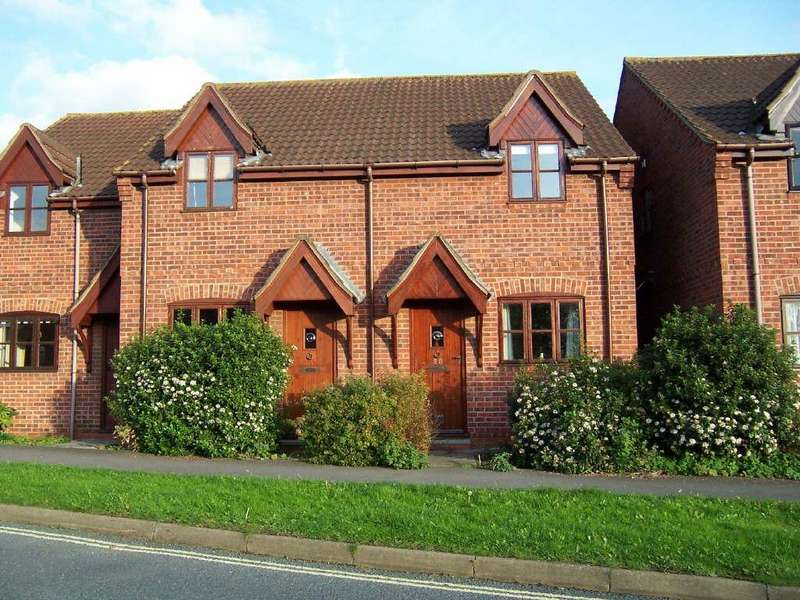 2 Bedrooms Terraced House for rent in Elwes Street, Brigg, North Lincolnshire, DN20