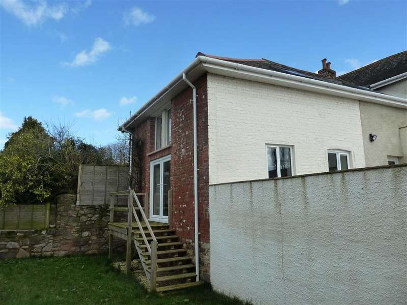 3 Bedrooms Semi Detached House for rent in Cullompton, EX15