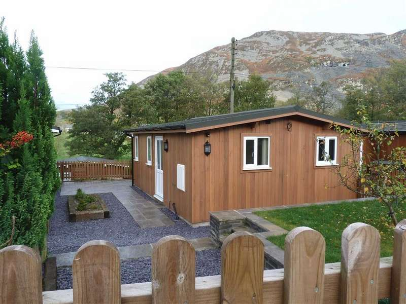 1 Bedroom Country House Character Property for sale in Glen Pennant Chalets, Llangynog, Oswestry, SY10