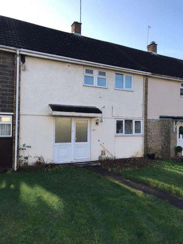 3 Bedrooms Terraced House for sale in Nether Priors, Basildon