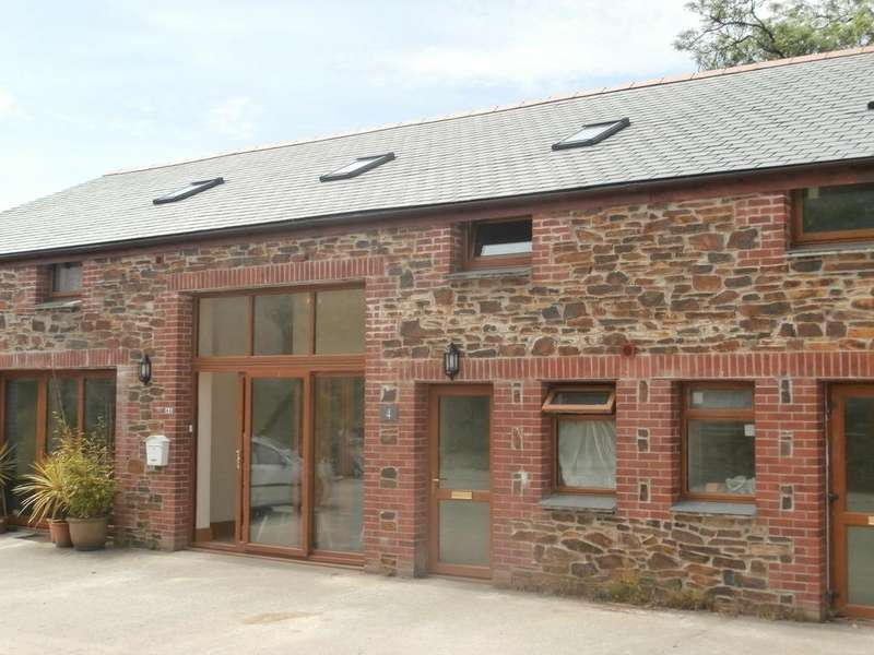 1 Bedroom Flat for rent in 1 bed flat in barn conversion, Great Brynn Barton, Roche, St. Austell PL26