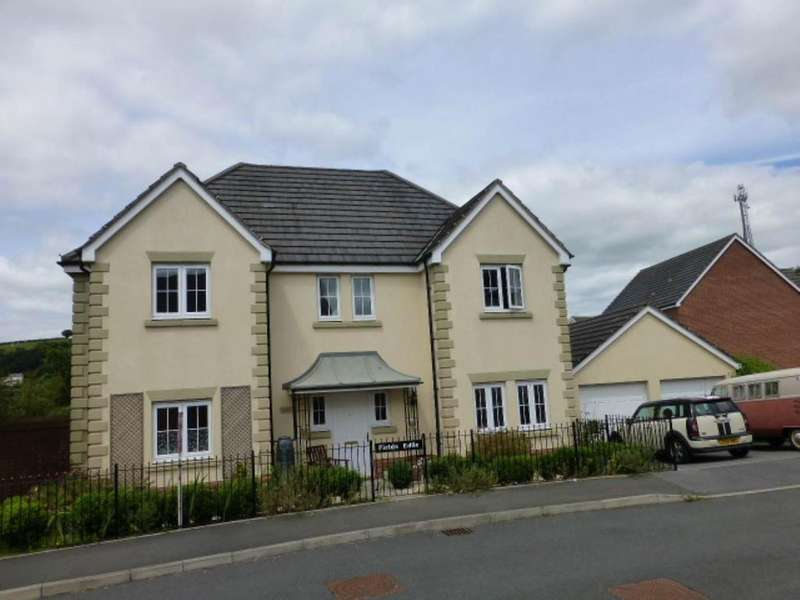 4 Bedrooms Detached House for rent in Llwyn yr Eos, Carmarthen,