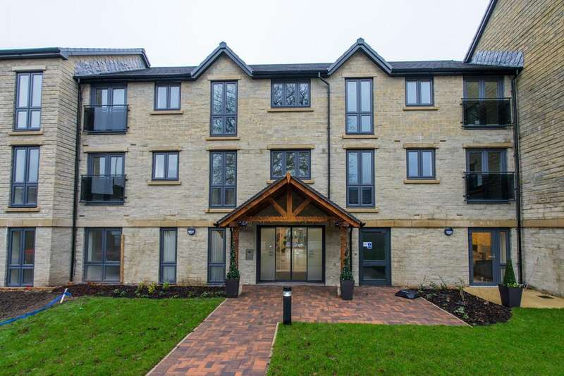 2 Bedrooms Apartment Flat for sale in Keerford View, 152 Lancaster Road, Carnforth, Lancashire, LA5 9EE