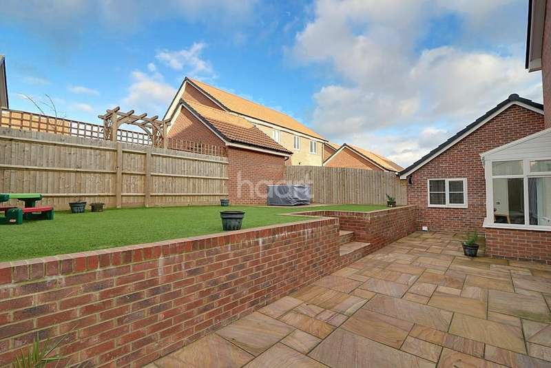 4 Bedrooms Detached House for sale in Hewlett Place, Swindon, Wiltshire
