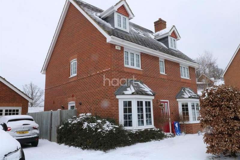 5 Bedrooms Detached House for sale in Hawkley Way, Fleet