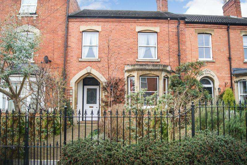 3 Bedrooms Terraced House for sale in Gladstone Terrace, Grantham