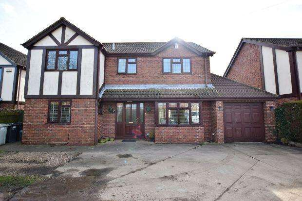 4 Bedrooms Detached House for sale in Louth Road, Holton-Le-Clay, GRIMSBY