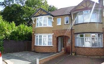 2 Bedrooms Semi Detached House for sale in West Drive, WD25