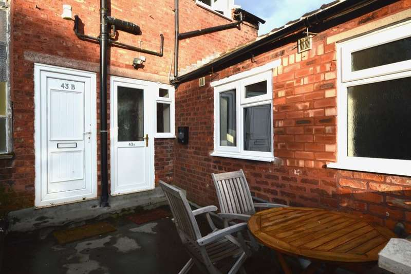 2 Bedrooms Flat for rent in Wheelock Street, Middlewich, CW10