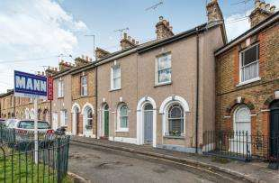 2 Bedrooms Terraced House for sale in Christchurch Crescent, Gravesend, Kent