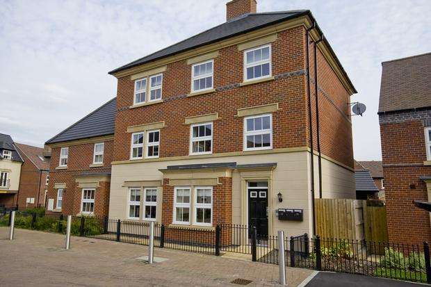 2 Bedrooms Apartment Flat for rent in Partington Square, SANDYMOOR, WA7