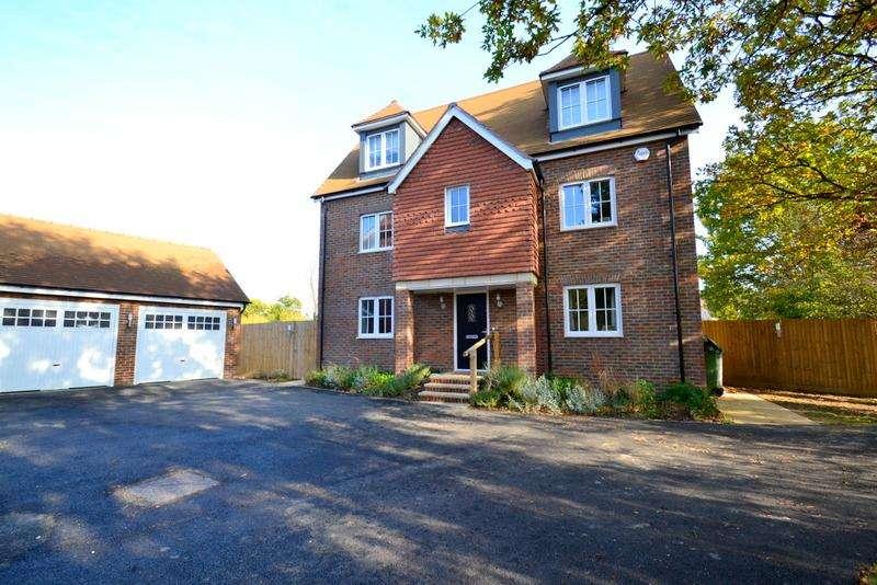 5 Bedrooms Detached House for rent in Little Meadow, Horley