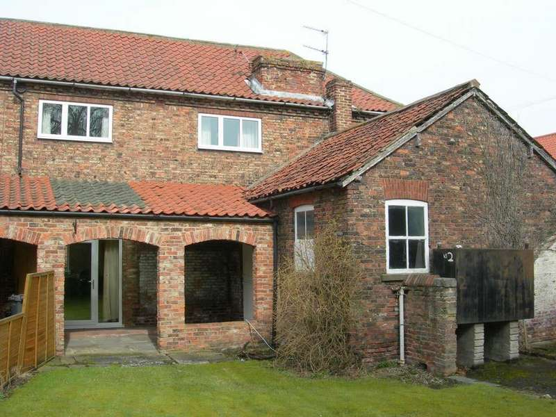 3 Bedrooms Semi Detached House for rent in Rythergate, Cawood, Selby