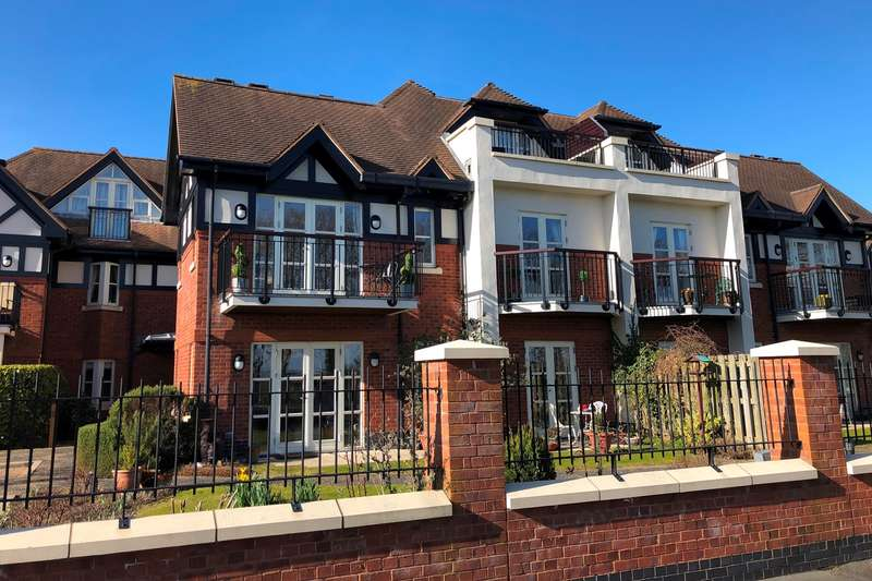 2 Bedrooms Apartment Flat for sale in The Royals, Links Gate , Lytham St. Annes, FY8