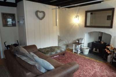 2 Bedrooms Terraced House for rent in Northgate Cottages, Ysceifiog