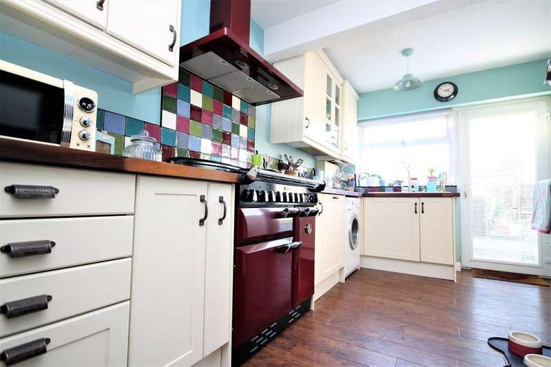2 Bedrooms Detached Bungalow for sale in Grinstead Lane, Lancing