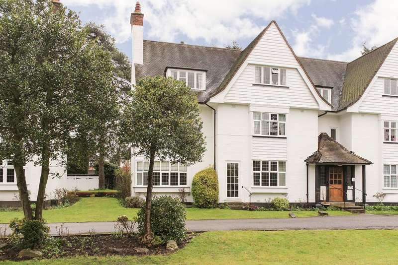 3 Bedrooms Apartment Flat for sale in Ditton Close, Watts Road, Thames Ditton, KT7