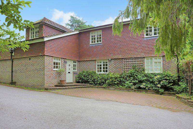 5 Bedrooms Detached House for sale in Spronketts Lane, Bolney