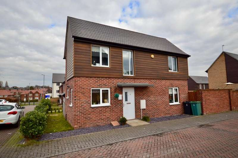 2 Bedrooms Semi Detached House for sale in Oaklands Close, Gipton, Leeds, West Yorkshire