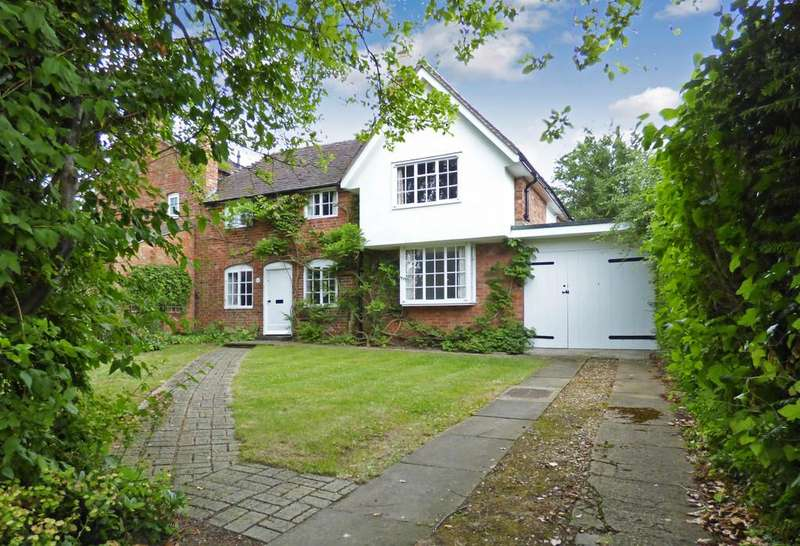 3 Bedrooms Semi Detached House for rent in Clifford Chambers