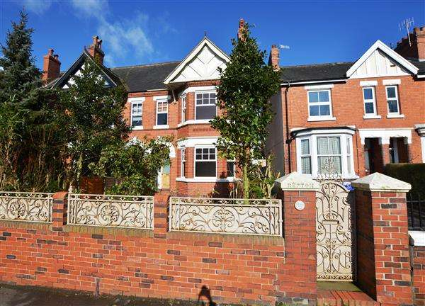 5 Bedrooms Semi Detached House for sale in Princes Road, Penkhull, Stoke-On-Trent