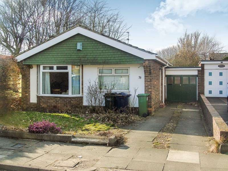 2 Bedrooms Bungalow for sale in Oakfield Road, Whickham, Newcastle upon Tyne, Tyne and Wear, NE16 5JD