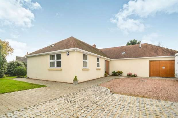 3 Bedrooms Detached Bungalow for sale in 17 Rhododendron Avenue, STICKLEPATH, Barnstaple, Devon
