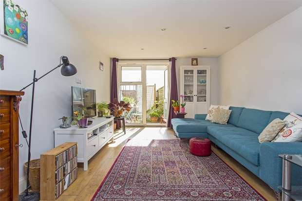 2 Bedrooms Flat for sale in Louise White House, Hazellville Road, London, N19