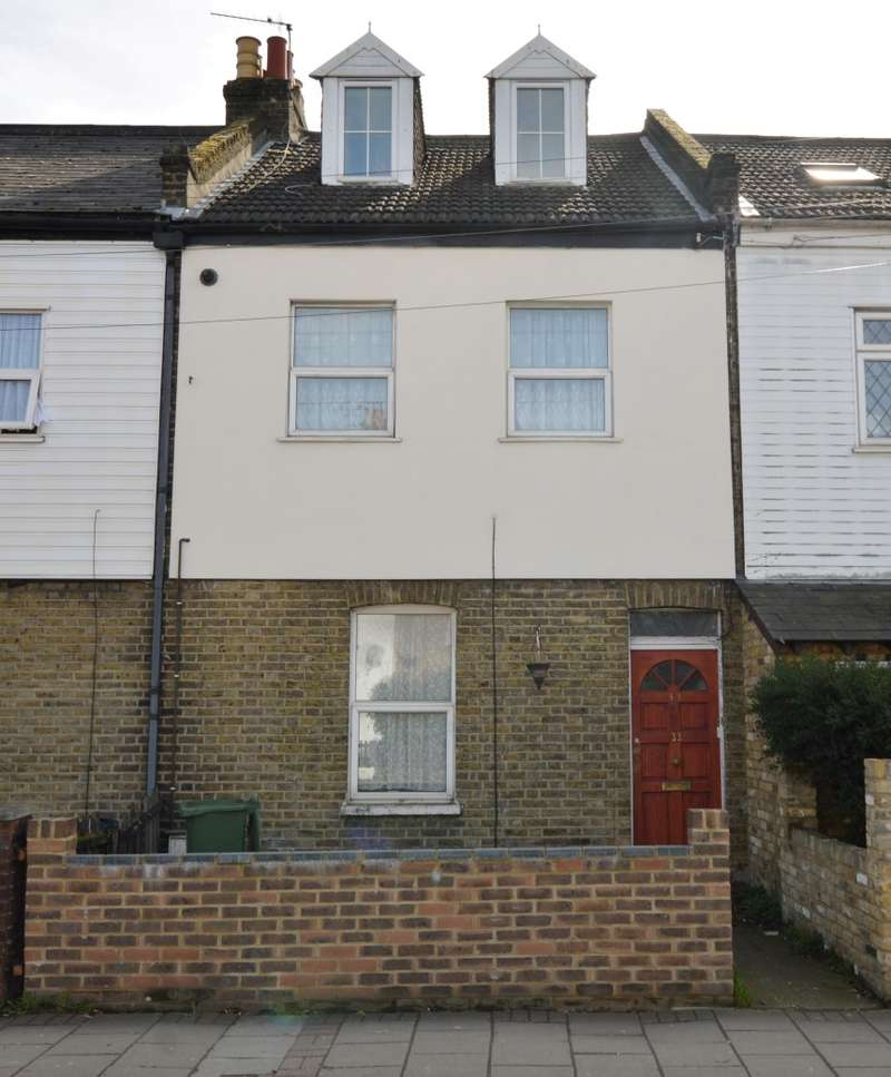 3 Bedrooms Maisonette Flat for sale in Crown Lane, Morden, Surrey, SM4 5BY