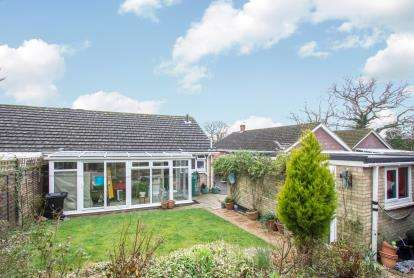 2 Bedrooms Bungalow for sale in New Milton, Hampshire