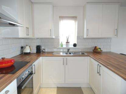 2 Bedrooms Flat for sale in 343 Southchurch Road, Southend On Sea, Essex