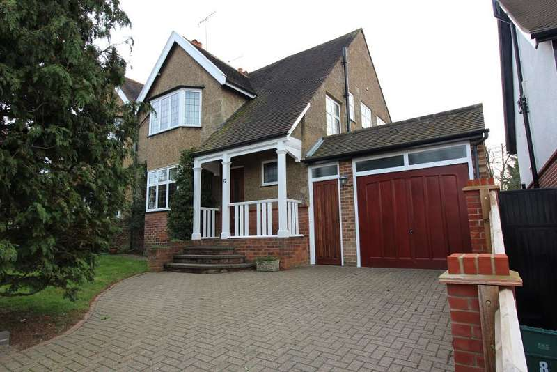 3 Bedrooms Semi Detached House for sale in Hillcrest Road, Orpington, Kent, BR6 9AW