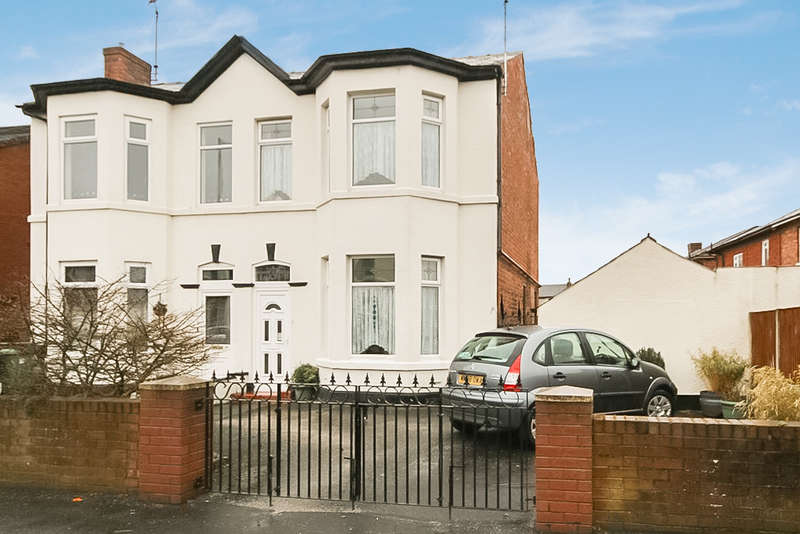 3 Bedrooms Semi Detached House for sale in Sefton Street, Southport