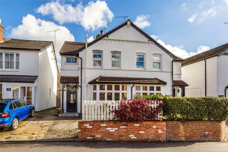 3 Bedrooms Semi Detached House for sale in Bury Lane, Horsell, Surrey, GU21