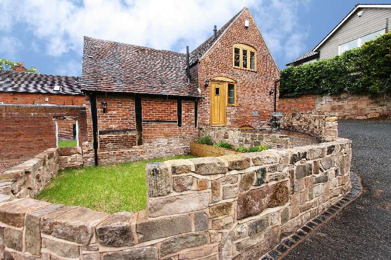 3 Bedrooms Terraced House for sale in Church Hill, Belbroughton, Worcestershire, DY9