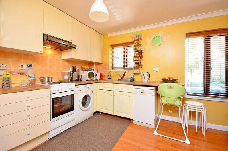 1 Bedroom Flat for sale in Bowyer Close, Beckton, E6