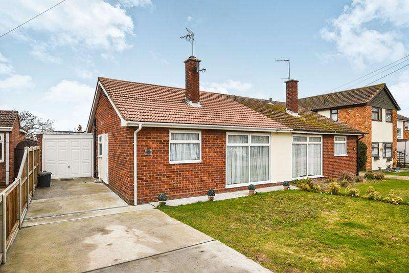 2 Bedrooms Semi Detached Bungalow for sale in James Gardens, Clacton-On-Sea