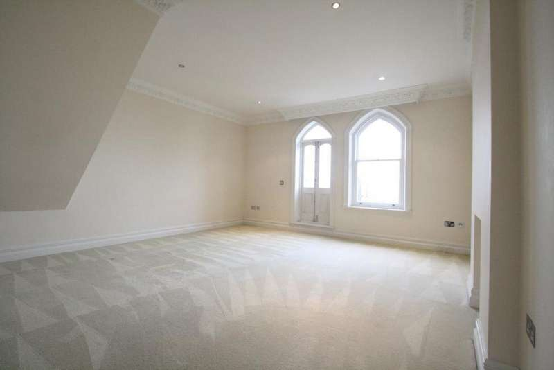 2 Bedrooms Flat for rent in Westcliff Parade, Westcliff on Sea