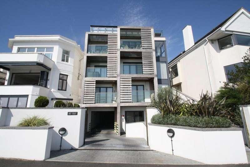 2 Bedrooms Flat for rent in Chalkwell Esplanade, Westcliff on Sea