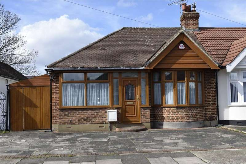 2 Bedrooms Semi Detached Bungalow for sale in Kempton Avenue, Hornchurch, RM12
