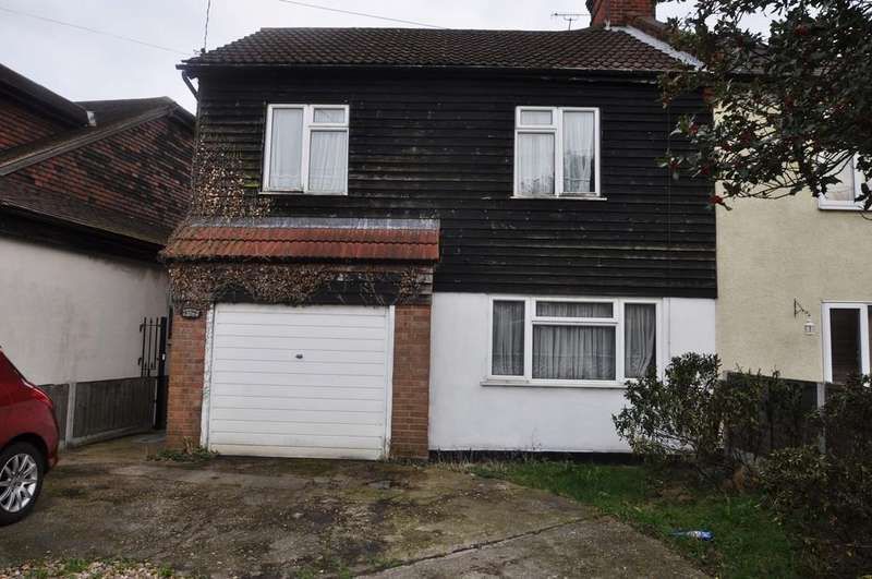3 Bedrooms Semi Detached House for sale in Hart Road, Thundersley