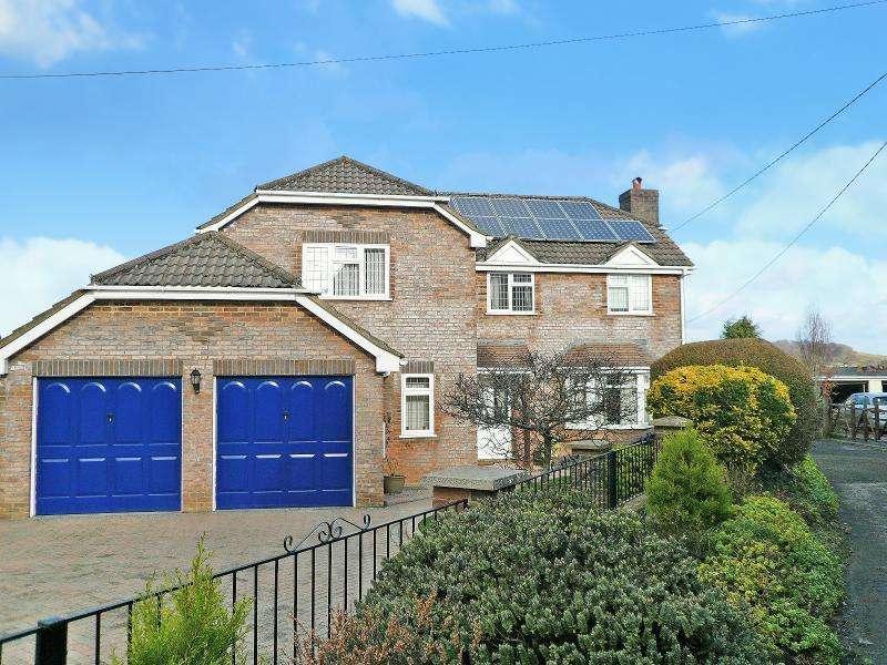 4 Bedrooms Detached House for sale in Hillwood Lane, Warminster, BA12
