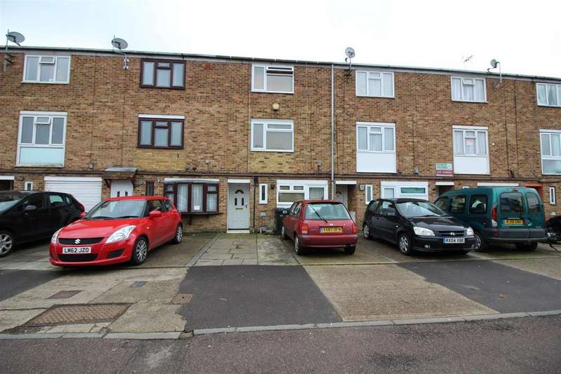 4 Bedrooms Town House for sale in Brockles Mead, Harlow